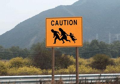 Dikkat (Meksikalı Göçmenler Geçebilir)